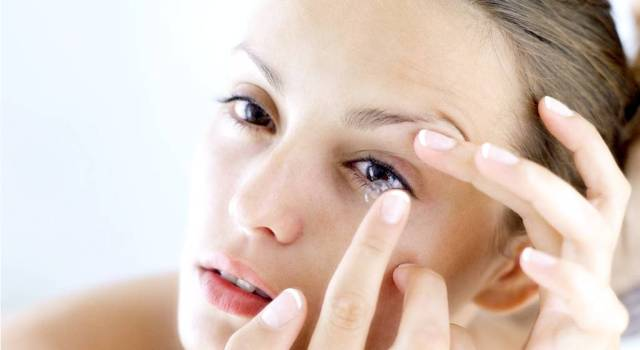 http://www.dr-modesto-od.com/contact-lens-fitting-long-island-getting-contact-lenses.html