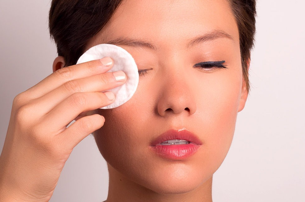 remove makeup from eyes before sleeping